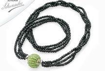 Diseño de joyas / Collar tanzanita con piedra sugelita. #JoyeriaSchumacher #Diseño