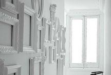 Декор стены рамками для фото