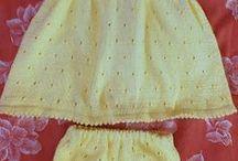 vestido y bragas de punto color amarillo