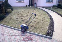 Quand scarifier le gazon ou la pelouse / La scarification permet d'obtenir une pelouse plus résistante et plus dense. L'opération consiste à enlever les mousses ainsi que le feutre végétal qui a tendance, au fil des ans, à s'installer à la place de votre gazon.