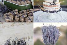 Aber bitte mit Flieder - ein zeitloser Klassiker / Flieder ist eine sehr beliebte und klassische Hochzeitsfarbe. Sie strahlt einen Hauch von Ruhe und Entspannung aus und bildet in Kombination mit weiß und grün ein harmonisches Gesamtbild. Lavendel ist bei diesem Farbkonzept sehr beliebt und immer wieder schön.