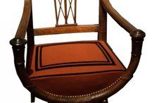 style directoire / (1789 - 1804) Les meubles de style Directoire datent de la fin du XVIIIème siècle. Les grandes surfaces lisses, le décor minimaliste et les rares bronzes décoratifs de ce mobilier s'inspire du répertoire classique de l'antiquité et de la civilisation égyptienne, étrusque et pompéienne.