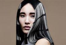 Damefrisurer - Langt hår / Med 'Damefrisurer - Langt hår' forsøger vi altid at opdatere dig på de nyeste frisuretrends i langt hår. Er du mere nysgerrig, kan du finde yderligere inspiration under frisurekollektioner på vores hjemmeside.