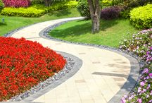 Walkways / There's no doubt about it: A well-designed border along a walkway or path livens up an otherwise boring space.