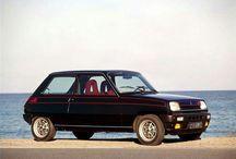RENAULT / Das Beste was die Franzosen jemals kreiert haben in Bildern. Kaum ein anderer Wagen aus französischer Produktion hat mehr Charme als ein alter Renault.
