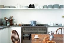 Kitchens / by Emily Bartnikowski