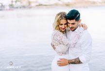 Minimal Destination Wedding in Mykonos / Minimal wedding in Mykonos, with eucalyptus, baby's breath and candles