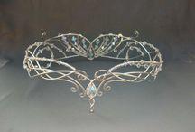 Diademy, biżuteria, stroje epokowe i fantasy
