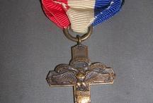 ieder huisje heeft zijn kruisje (medailon)