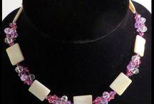Unique, handmade jewelry / ''Studio Annet'' Unieke, handgemaakte, sieraden met zorg ontworpen blinken uit in prachtige kleurcombinaties. Met oog voor detail worden deze sieraden in prachtige kleurcombinaties afgewisseld met glaskralen van Aurora borealis vanwege hun  schitterende  fonkelingen in het licht,  afgewerkt met metalen spacers, rondels of Tibetaanse zilver in een eigentijdse stijl van Studio Annet.