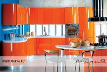 Wave / Эта элегантная и эмоциональная кухня в стиле модерн—блестящий образец искусства кухонного интерьера. Вся композиция олицетворяет собой целостность: никаких лишних деталей. Столешница из искусственного камня непрерывна по всей длине кухни, а ручки интегрированы.  Кухня Wave — уникальное произведение, говорящее об амбициозности своего владельца. Материал фасада: МДФ Покрытие / Обработка: эмаль и глянцевое лакирование