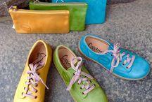 Cinnamon-kengät / Ruotsalaisen Cinnamonin kengät piristävät päivää värikkyydellään ja mukavuudellaan. Cinnamonin kengät ovat laadukasta kasviparkittua nahkaa.