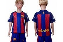 Billige Barcelona trøje Børn / Billige Barcelona trøje Børn på online butik. Barcelona hjemmebanetrøje/udebanetrøje/målmandstrøje/trøje langærmet tilbud  med eget navn.