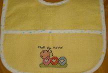 Meus Bordados- My Embroidery / Colocar a linha na agulha, vê-la subindo e descendo, o desenho aparecendo, encanto puro.