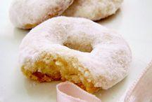 vários tipo de biscoito
