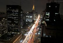 Cidade de São Paulo / Te amo oh paulicéia desvairada, Miscigenada, das luzes da ribalta teu matiz,  À noite essa cidade que não para Mostrando a cara o rosto e o perfil desse país