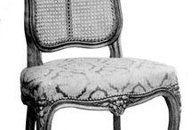 style louis XV / (1730 - 1770) Le style rocaille ou rococo favorise la courbe libre, débridée et asymétrique. Son décor exubérant se retrouve dans les motifs sculptés et dorés, les marqueteries florales et ses riches laques de Chine. D'esprit baroque, ce mouvement artistique du XVIIIe siècle disparaît avec l'arrivée du néoclassicisme.