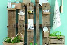 [#PALETTES] / Vous ne vous imaginez pas tout ce qu'il est possible de faire avec des palettes en #bois et de l'imagination ! Cela nous a donné envie de nous y mettre de notre côté... et vous ?  Retrouvez tous les outils nécessaires ici --> ow.ly/NV6W306P7IU