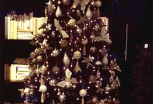 Gothic Christmas / Everything you could possibly need for a Gothic Christmas! Gothic xmas trees, gothic decorations, gothic Xmas house ornaments