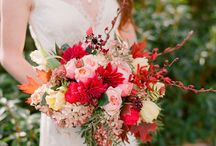 Burgundy wedding inspiration / Use the colours blush, fress red, dark red and gold. Lovely combination.