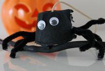 Halloween Fun with Creative & Messy Play #messyplay #halloween #crafts #creative / Messy Play and Tasty Treats for Halloween