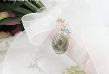 Bouquet lockets / Beautiful lockets to remember special people who can't be with you on your big day