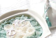Something Blue / 花嫁が何か青いものを付けると、幸せになると言われています。