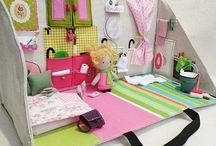 Pop-up dolls house