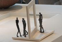 Linde Ergo: Beelden Brons / Een ruime collectie bronzen beelden van de Vlaamse kunstenares Linde Ergo die zowel binnen als buiten kunnen geplaatst worden. De sculpturen zijn telkens gelimiteerde oplages, getekend en genummerd en zorgen gegarandeerd voor een kunstzinnige blikvanger in uw interieur of tuin.