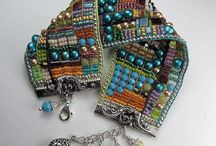 Bead Weaving / by Marly Bird