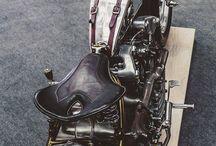 Projeto motoca / mudanças pra fazer na moto: - guidão - banco - tira de couro para guidão - recauchutar a alforja ou comprar outra - grade para farol - Placa lateral - Tirar a peça que segura fiação abaixo do tanque - relocador de bobina - tampa da primária