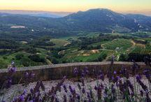 Vue Parfaite ! Village en Provence Suzette / Au sommet du village de Suzette photo prise au domaine la Ferme Saint Martin. Une vue a couper le souffle ;)