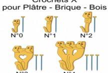 Crochet à tableau, tringle / Pour beton,brique et platre: http://www.droguerie-jary.com/fr/quincaillerie-peinture/crochet-tableau-tringle/