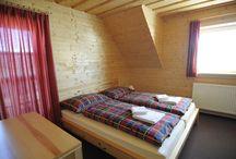 Apartmán č. 1 / Penzión DAMI Sport / Ubytovanie v mezonetovom apartmáne (2 poschodia) s rozlohou  55 m2. Vybavenie: 6 lôžok, gauč (prístelka +2), sprcha, toaleta, balkón, manželská posteľ, chladnička, TV, free wifi. Viac info na penzion@damisport.sk.