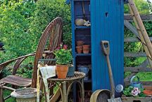 CASINHAS DE JARDIM / Para aqueles que tem uma casa com um grande e belo jardim. Nada mais charmoso que uma casinha para guardar todos aqueles apetrechos de jardinagem
