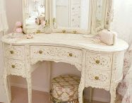 Toilette table