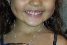 POETAS EN CUEROS:  CUEROS EN ROSA / Libro cosido y empastado en cuero, a mano.  Colección para el año 2015: Obra pictórica de una niña de cuatro años, Brianna Beauperthuy