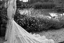 Berta / Потрясающие своей красотой свадебные платья Berta стали самыми ожидаемыми в последнее время! Коллекция Berta Bridal - это нечто бесподобное. Она вызывает восторг и восхищение, не оставит равнодушным абсолютно никого. Вдохновленная двумя очень разными формами красоты - простой природой и роскошью старого мира, эта коллекция превратит женскую красоту в настоящий праздник для глаз. Вы будете поражены сексуальным шиком и изяществом платьев.