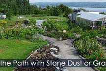 How to Lay a Gravel Path - Steps / Tutorial about how to build an affordable garden path. DIY Instructions with illustrations. Path base, landscape fabric, edging idea, fill with stone dust or gravel.