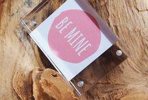Bilderrahmen für Valentinstag / Eine tolle Geschenkidee für den Valentinstag. Ein durchsichtiger Bilderrahmen mit ein paar schönen Worten für den/die Liebste/n.  Acryl wirkt zudem sehr edel.