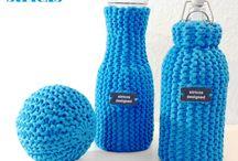Textilgarn / Fertige Objekte oder die Strick-Anleitung zusammen mit dem Garn können bei stricxs bezogen werden.