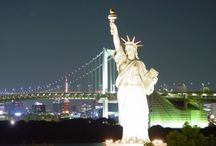 New York City Travel Guide / New York City is known for its attractions and nightlife and it is also a good tourist spot.