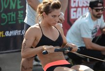 WOMEN ROWING AND CROSSFIT