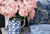 Delfts blauwe vaas met bloemen