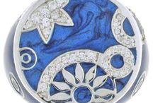 """Bijoux UNA STORIA / Bijoux UNA STORIA : des bijoux en argent rhodié, avec de l'émail, de la nacre, des oxydes de zirconium… avec une finition """"joaillerie"""", à la fois originaux, fashion et luxe. http://www.bijouterie-influences.com/82_Una-Storia"""