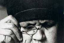 Alexandre Rochenko / El trabajo fotográfico de Alexander Rodchenko se desarrolla en la URSS en una época de gran actividad creadora en la Europa occidental. Sus imágenes presentan una parte de la historia de la URSS en la primera mitad del siglo XX