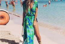biquínis e saída de praia