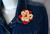 Hand knit brooches and boutonnieres / Hand knit brooches, corsages, buttonholes, pins. Call them what you will, they're all fabulous!