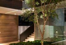 Είσοδος - Εσωτερικό αίθριο / Entrance - Courtyard