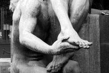 Cemiterio Sao Paulo: Dor e Erotismo / A surpresa de me defrontar com contrastes tão evidentes e fortes, me fez registrar alguns desses monumentos ao amor erótico despertados confirmados na morte dos amados. Leiam um texto sobre Cemitérios, Amor e Morte em: http://arspublica.com.br/cemiterios-origem-da-civilizacao-humana/